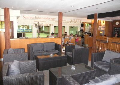 Tennishalle des UTHC mit Restaurant, Lounge und Sportsbar - 3 Tennisplätze