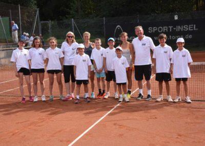 UTHC-Tennis-Charity-Event-2016-Balljungen-Ballmaedchen-Mara-Guth-Azra-Mann-Annette-Heinemann