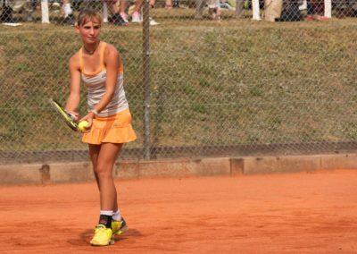 UTHC Tennis-Campus - Mara Guth schlägt auf