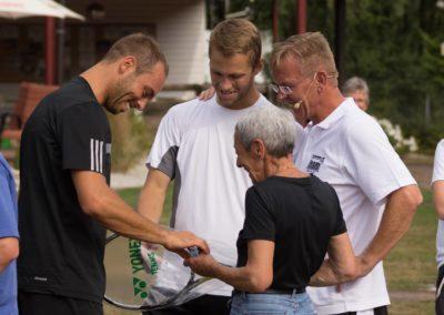Der Usinger Tennisprofi Tim Pütz fördert gerne die Tennisjugend seines UTHC Heimatvereins