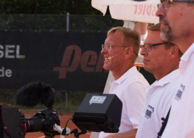 1. Vorsitzender des UTHC Dirk Rabis mit seinem PR-Team