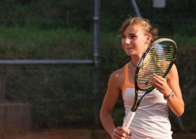 Mara Guth. Erfolgreicher Tennisnachwuchs des UTHC in Usingen