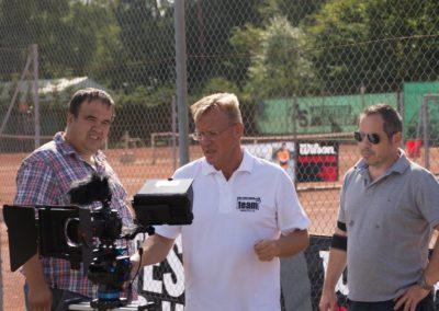 Dirk Rabis prüft die Kamera zur Videoproduktion