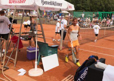 UTHC Tennis-Campus - Mara Guth und Tribüne an Platz 7
