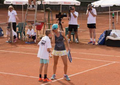 Azra Mann und Sergej Topic im Doppel beim UTHC in Usingen