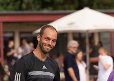 Der Usinger Tennisprofi Tim Putz fördert gerne die Tennisjugend seines UTHC Heimatvereins