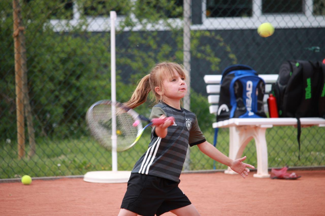 Tennis Jugendarbeit: Antonia Guth