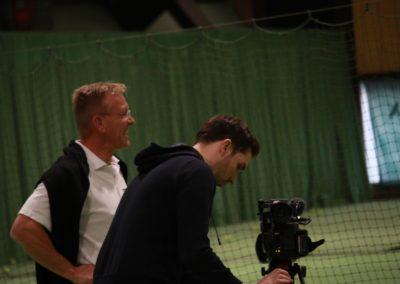 PR Berater Dirk Rabis im Gespräch mit SAT1 Fernsehen - Produktionsablauf auf dem Tennis-Campus Usingen_0872