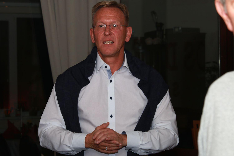 1. Vorsitzender des UTHC Dirk Rabis begrüßt die UTHC-Mitglieder und den neuen Wirt