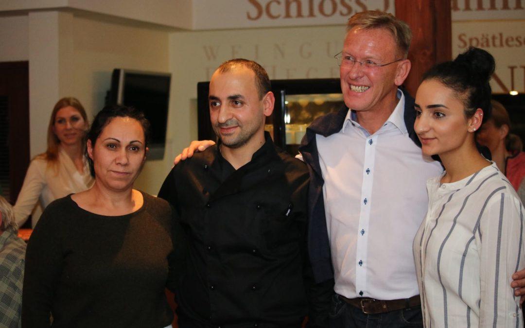 Mitglieder begrüßen Lava-Restaurant in der UTHC-Tennishalle