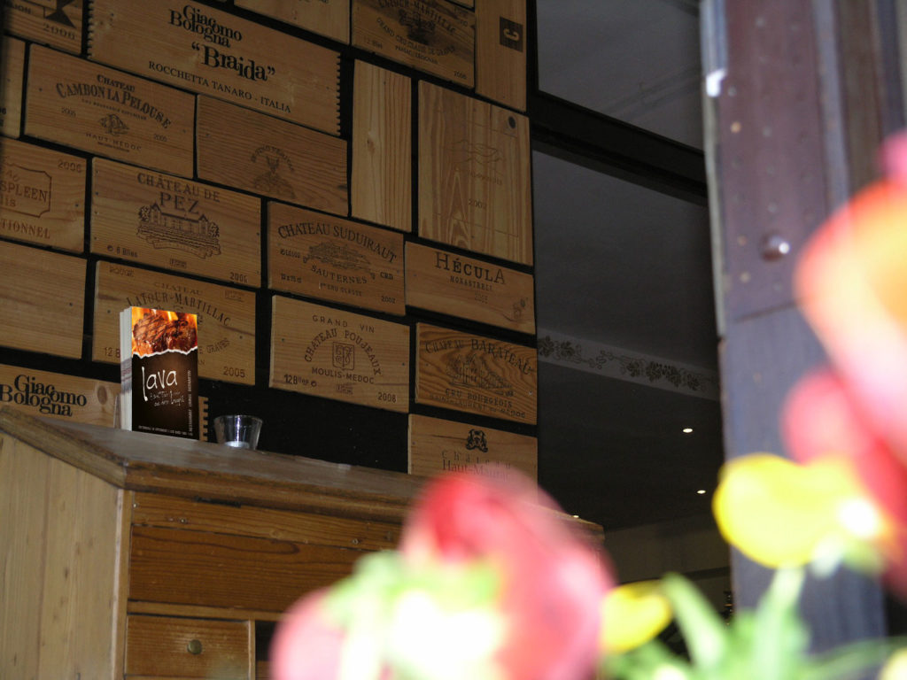 uthc-tennishalle-lava-restaurant-eingang