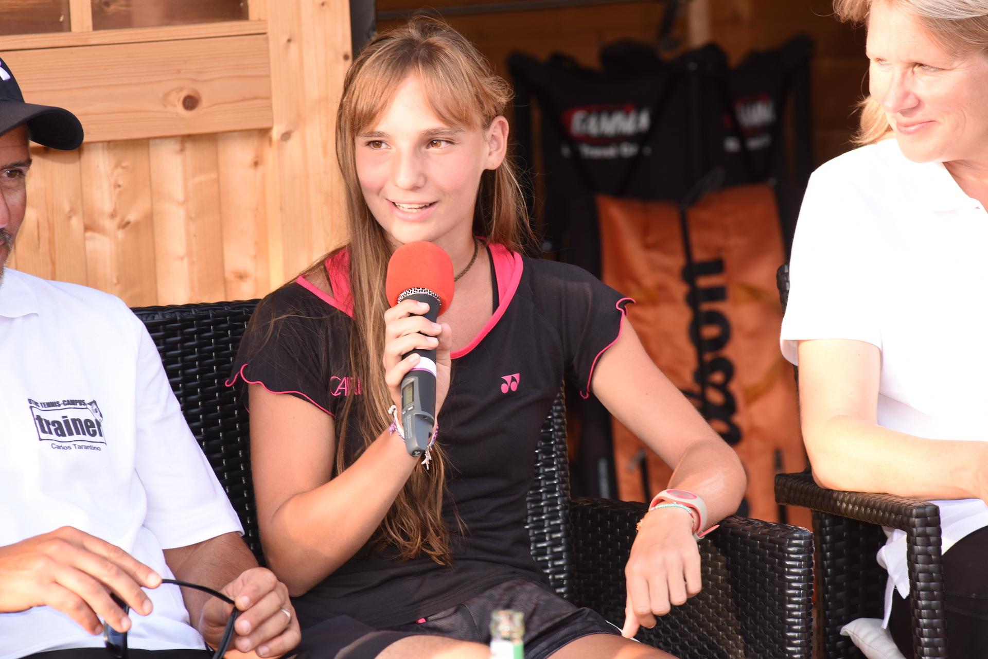 Interview mit dem Usinger Tennistalent des UTHC Mara Guth beim zweiten Tennis Charity-Event 2016