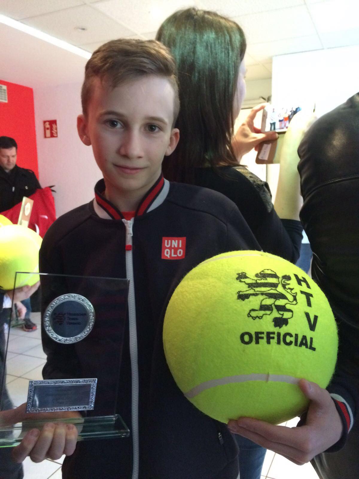 UTHC-Tennisnachwuchs Sergej Topic zum dritten Mal Hessenmeister