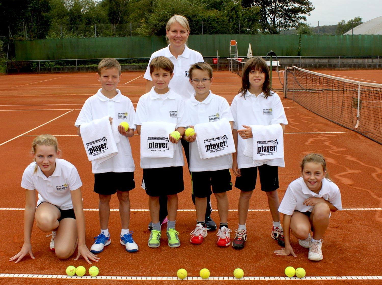 Ausbildung von Balljungen und Ballmädchen im Tennis. Der UTHC bildet Ballkinder aus.