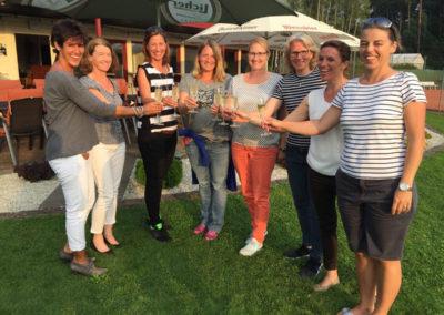 Damen-30-Hessenmannschaft-Feier-UTHC-Clubhaus-Gruppe