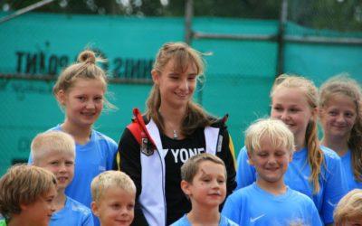 Mara… hast Du ein eigenes Flugzeug – Tennis-Kids fragen Mara Guth