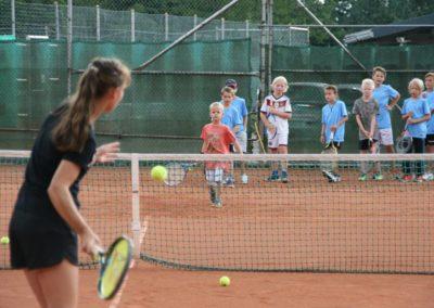 Mara-Guth unterstützt Tennis Jugendarbeit beim TUS Steinfischbach 4912