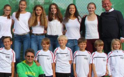 90 Urkunden bei Aufstiegsfeier der UTHC-Tennisjugend verliehen