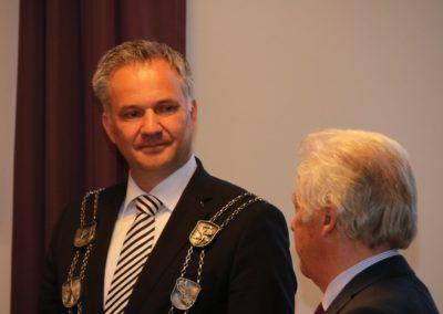 UTHC-Dr-Wilhelmus-Beijer-Ehrenbuerger-Stadt-Usingen-Verdienstnadel-25-04.2018_8573