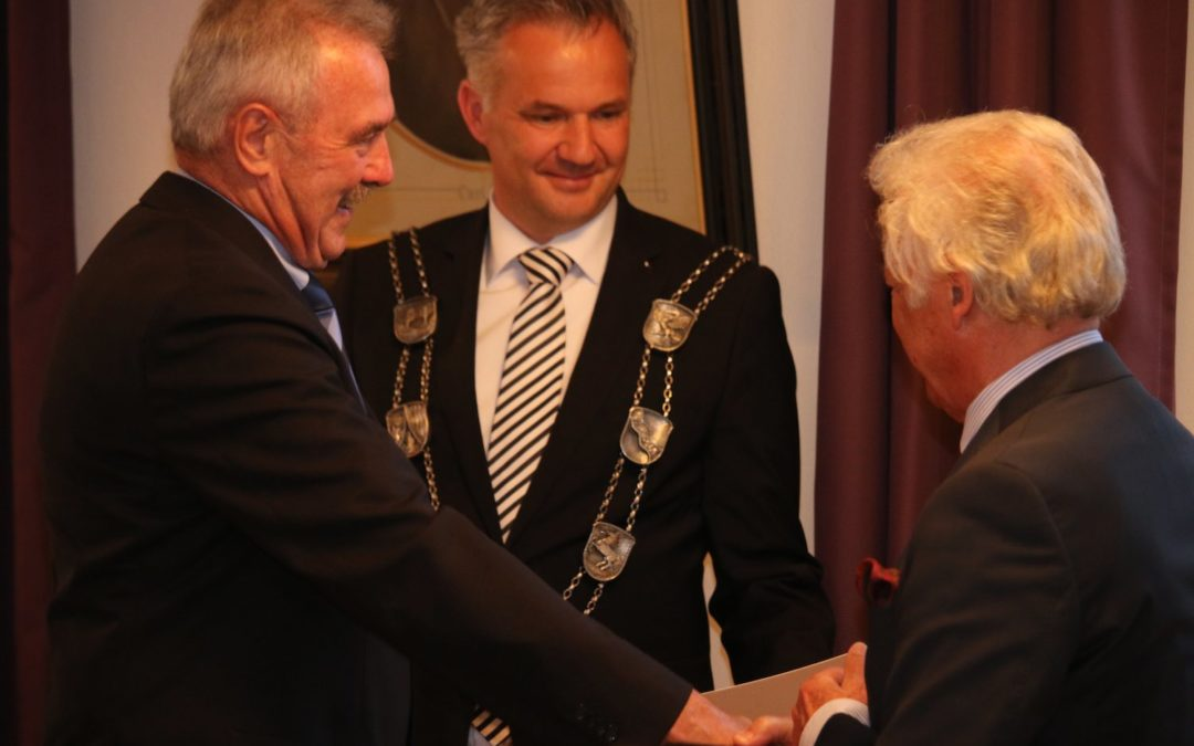 UTHC-Vorsitzender a.D. mit Verdienstnadel ausgezeichnet