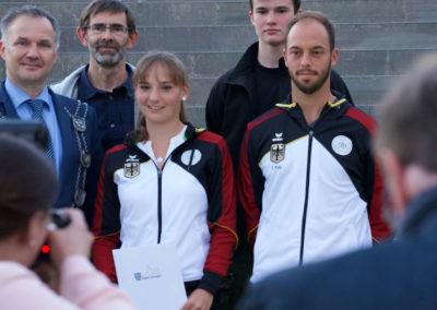 Der Usinger Davis-Cup Spieler Tim Pütz mit Nationalspielerin Mara Guth des UTHC bei der Sportlerehrung der Stadt Usingen 2019 - Presse Fotoshootings