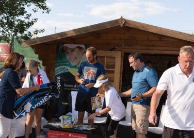 Tim-Puetz_Autogramme-beim-UTHC-Tennisverein-Usingen_01092018_2018_09_01_171401