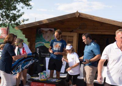 Tim-Puetz_Autogramme-beim-UTHC-Tennisverein-Usingen_01092018_2018_09_01_171402