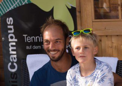 Tim-Puetz_Autogramme-beim-UTHC-Tennisverein-Usingen_01092018_2018_09_01_171444