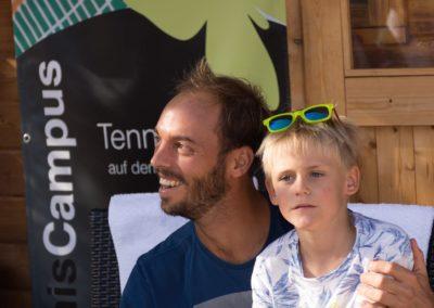 Tim-Puetz_Autogramme-beim-UTHC-Tennisverein-Usingen_01092018_2018_09_01_171445
