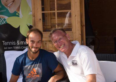Tim-Puetz_Autogramme-beim-UTHC-Tennisverein-Usingen_01092018_2018_09_01_171501