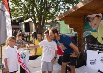 Tim-Puetz_Autogramme-beim-UTHC-Tennisverein-Usingen_01092018_2018_09_01_171522