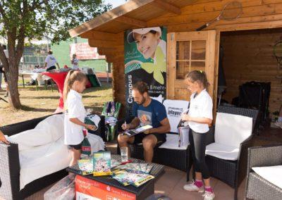 Tim-Puetz_Autogramme-beim-UTHC-Tennisverein-Usingen_01092018_2018_09_01_171549