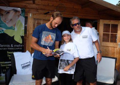 Tim-Puetz_Autogramme-beim-UTHC-Tennisverein-Usingen_3623