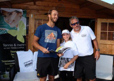 Tim-Puetz_Autogramme-beim-UTHC-Tennisverein-Usingen_3624