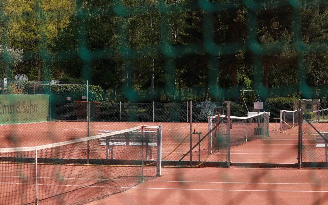 Auch im Herbst, Winter und Frühling draußen Tennis spielen