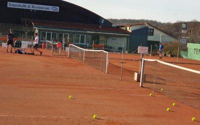 Februar: UTHC lädt bei Frühlingswetter zum Tennis unter freiem Himmel